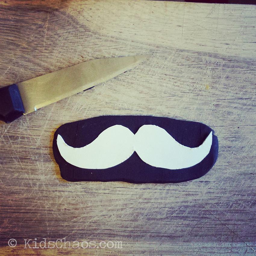 Fimo-Moustache-Jewellery-2-KidsChaos