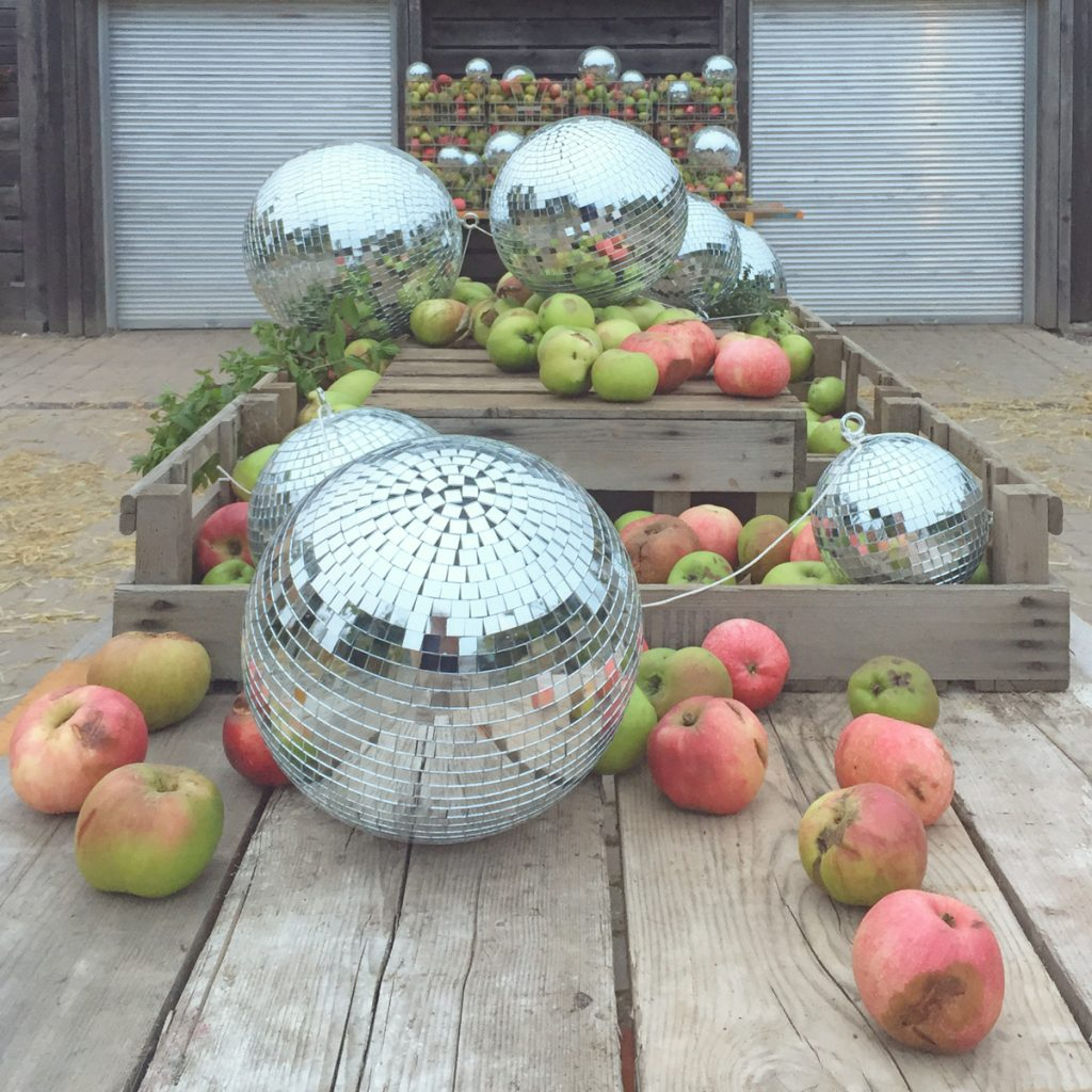 apples-and-glitterballs-good-life-experience