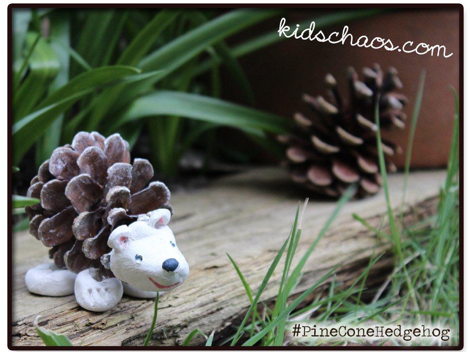 Pine cone crafts hedgehog for Pine cone crafts for children